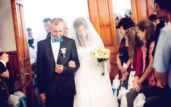 Intrare in biserica nunta reala Adina si Iosif Bucuresti