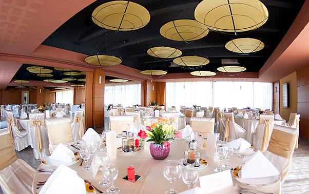 Sala de nunti decorata restaurantul piccadilly Mamaia